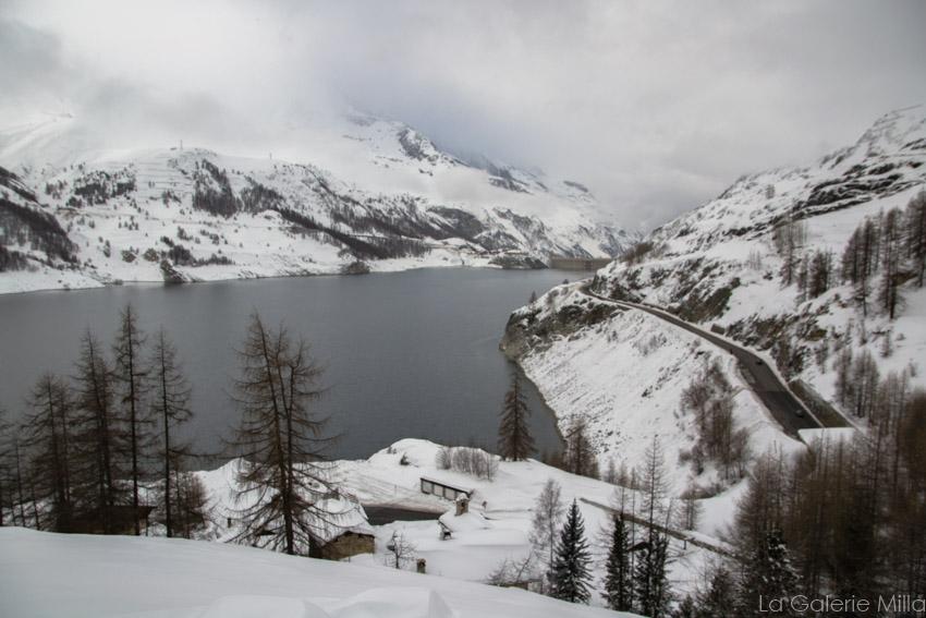 Vue sur la barrage hydro-électrique